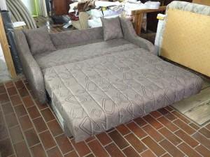 Sedežna garnitura s posteljo